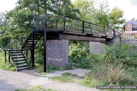 Hilly Orchard Footbridge, Ebley