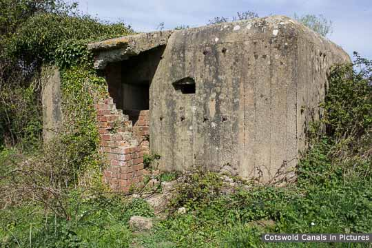 Type 26 Pillbox, near Bristol Road Wharf