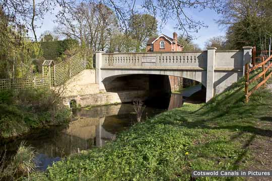 Pike Bridge, Eastington