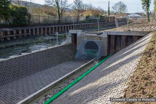 Dudbridge Locks Bypass Channel
