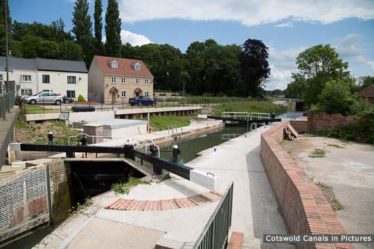 Dudbridge Lower Lock with hydro-electric generator chamber to left of lock