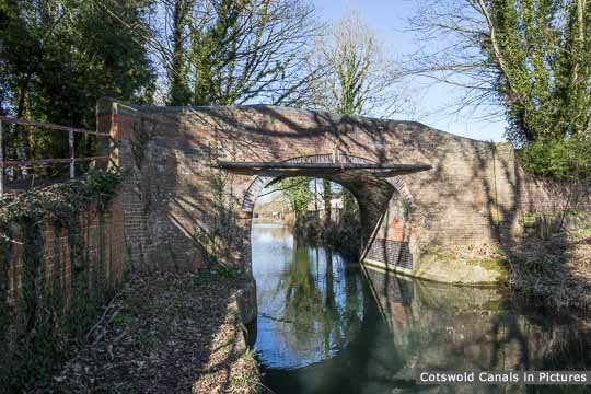 Roving Bridge, Stonehouse