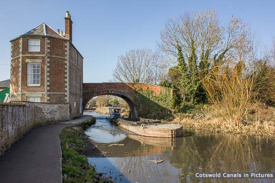 Nutshell Bridge & House, Stonehouse
