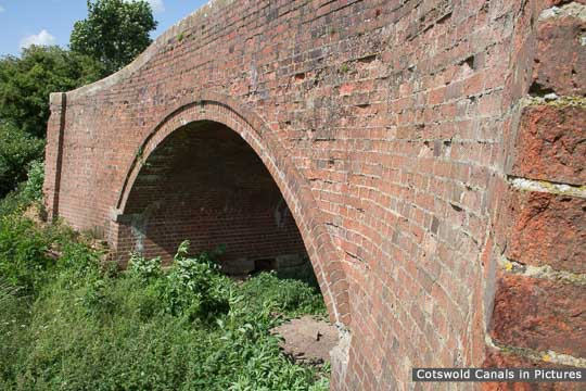 Oatlands Bridge, Kempsford