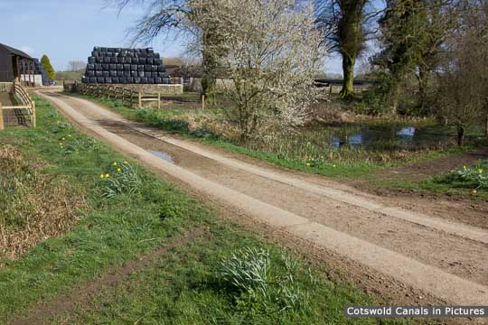 Plummers Farm access across canal, Siddington