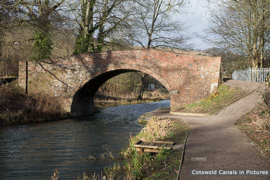 Bagpath Bridge, Thrupp