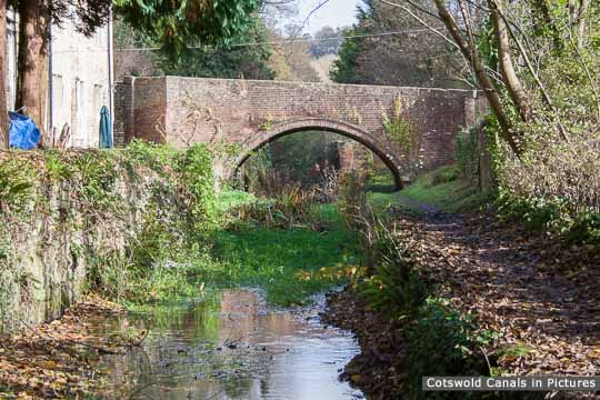 Ile's Bridge, Chalford - view towards Roundhouse