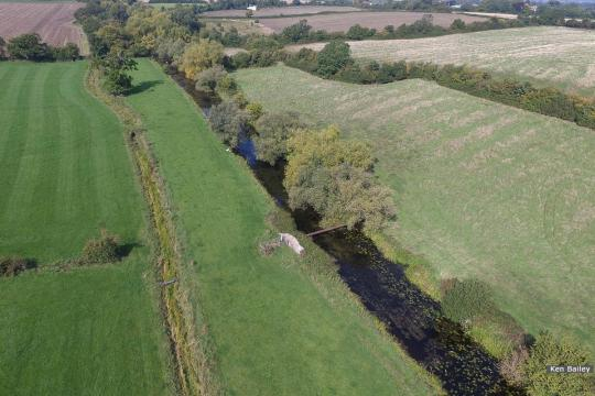 Oil pipeline near Occupation Bridge, Whitminster, view towards Saul.
