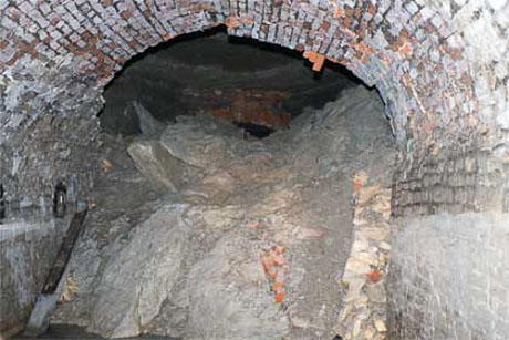 Tunnel roof fall