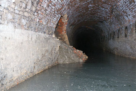 Tunnel side wall fall